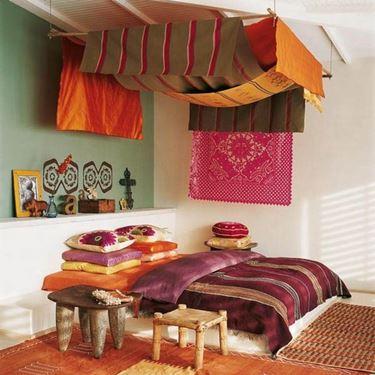 La scelta dei colori, dei materiali e dei tessuti è fondamentale per un arredamento in stile etnico