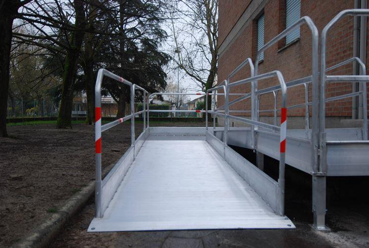 Le barriere architettoniche impediscono la piena fruizione degli spazi pubblici