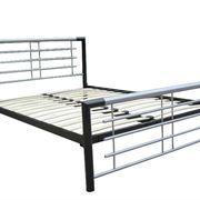 Un letto in acciao dalle linee molto semplici