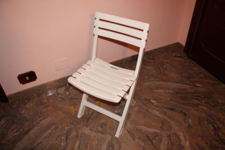 modello di sedia piegevole in plastica