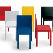 Modelli di sedie colorate