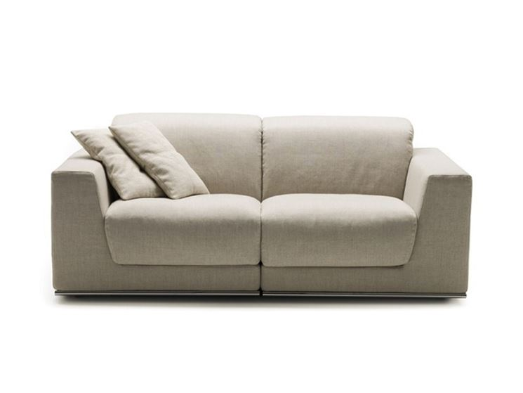 divano a due posti con schienale