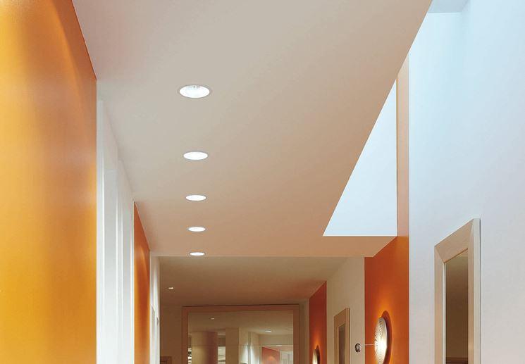 Illuminazione Corridoio Faretti: Luci led per appartamento bagno come attrezz...