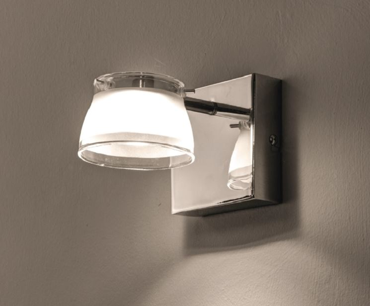Esempio di lampada da muro moderna
