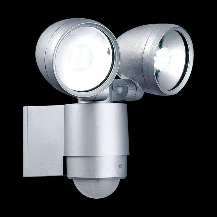 Faretti led da muro idee di design nella vostra casa - Cavo con lampadine da esterno ...