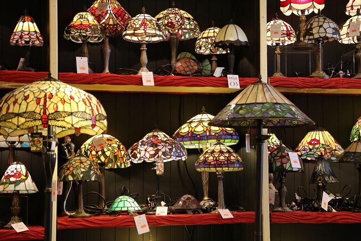 Esposizione di lampade Tiffany