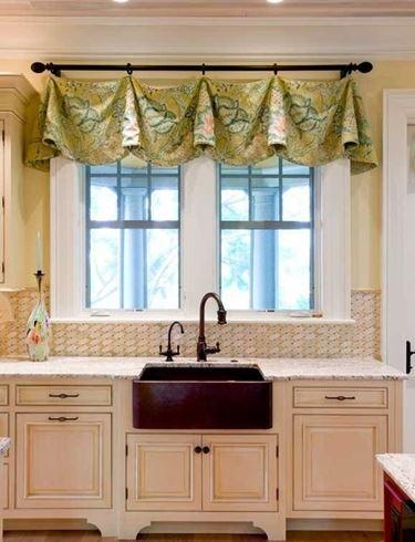 Installare le tende da cucina scelta tendaggi come - Tendaggi cucina ...
