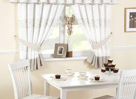 Modelli di tende per finestre