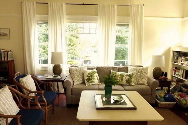 Arredamento soggiorno tende idee per il design della casa for Buon soggiorno