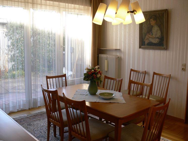 Tende salotto moderno idee per il design della casa for Arredamento tende salotto