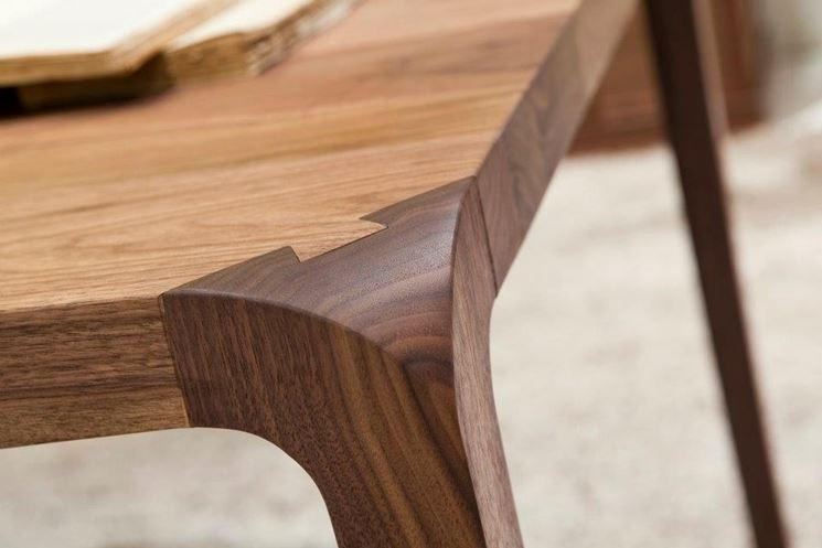 Caratteristiche dei tavoli in legno massello tavoli e for Tavoli in legno massello rustici