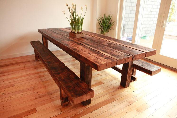Costruire Un Tavolo Da Giardino In Legno.Caratteristiche Dei Tavoli In Legno Massello Tavoli E Tavolini