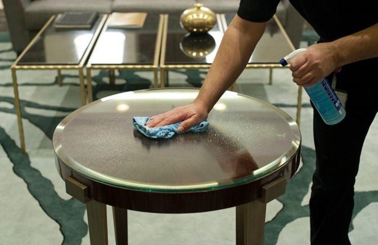 pulire tavolo