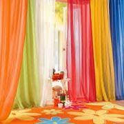 Le tende in cameretta rallegrano l'ambiente