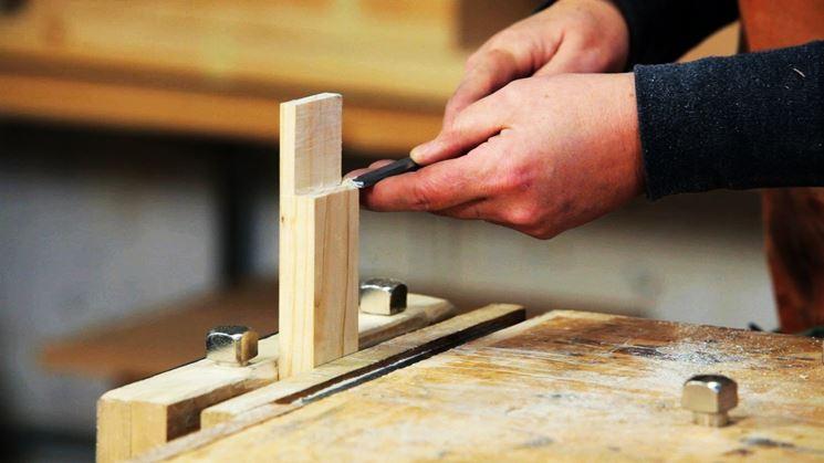 Come usare lo scalpello a due mani