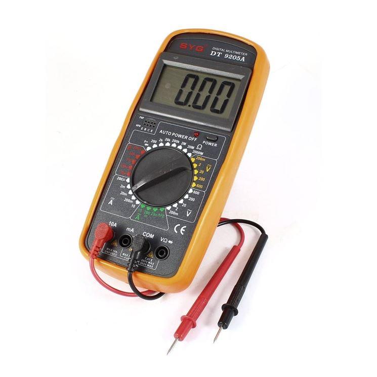 Tester digitale impostato per misurare una corrente continua