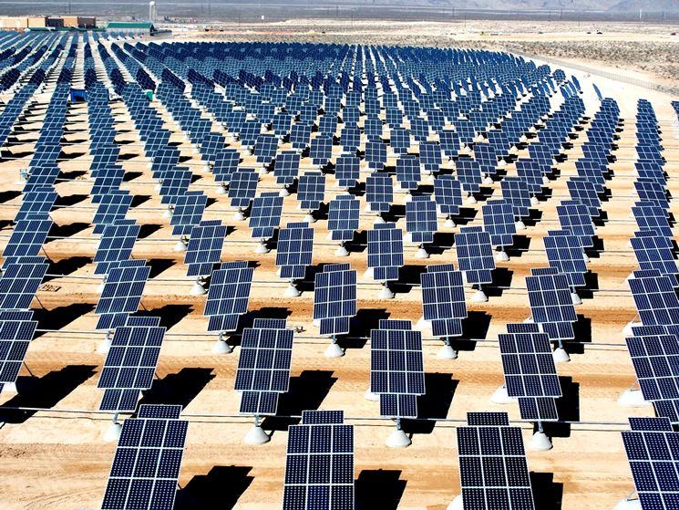 Pannelli fotovoltaici nel deserto