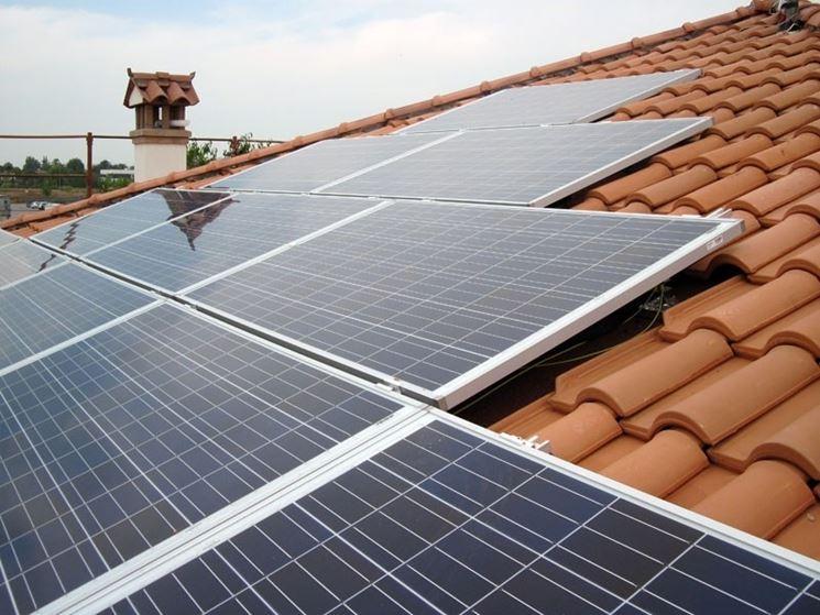 Impianto fotovoltaico costruito sul tetto di un'abitazione