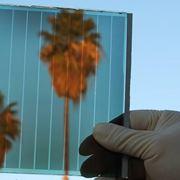 Pannello solare trasparente che continua a fungere da finestra