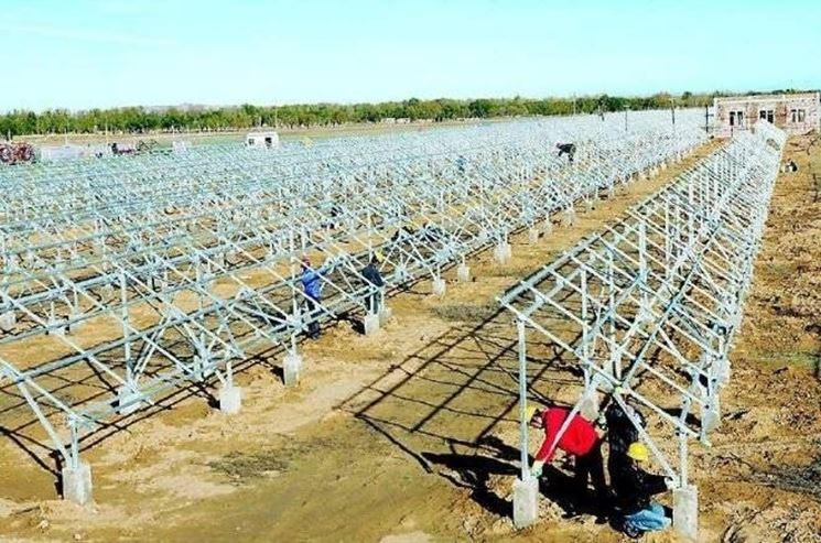 Esempio di installazione di una schiera di pannelli fotovoltaici