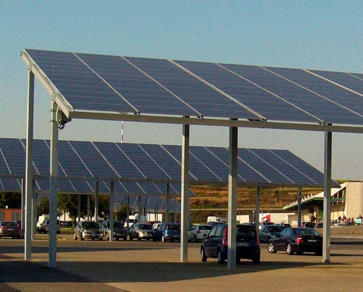 Esempio di pannello fotovoltaico integrato in tettoie per posteggio auto.