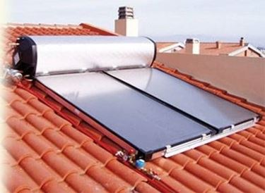 pannelli solari per acqua calda sul tetto