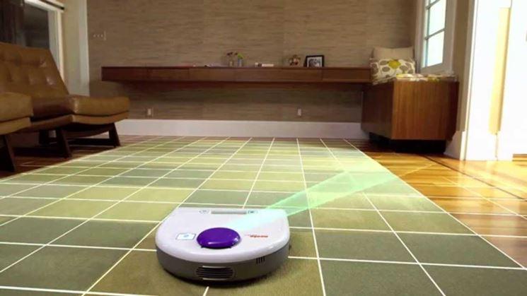 Robot aspirapolvere in azione