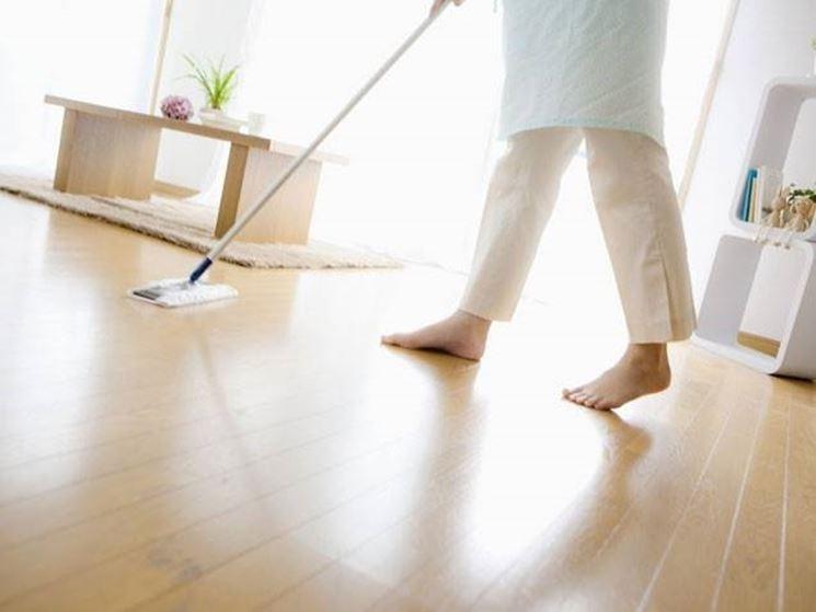 Come pulire il parquet come pulire consigli utili su for Pulire parquet