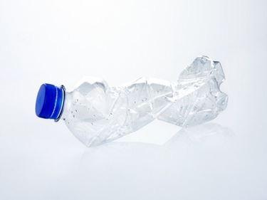 bottiglia di plastica schiacciata
