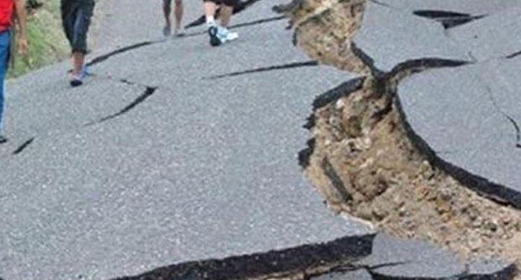 Strada dopo un terremoto