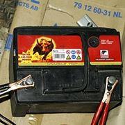 come ricaricare una batteria con pinze
