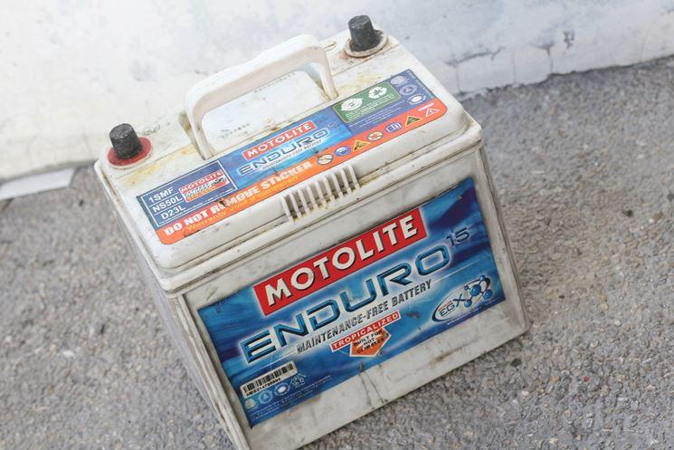 Incrostazione batteria auto