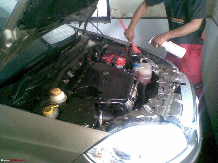 Lavare l'auto: il motore