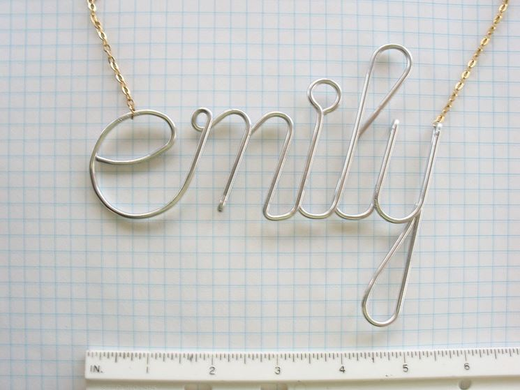 Ciondolo nome in filo di metallo