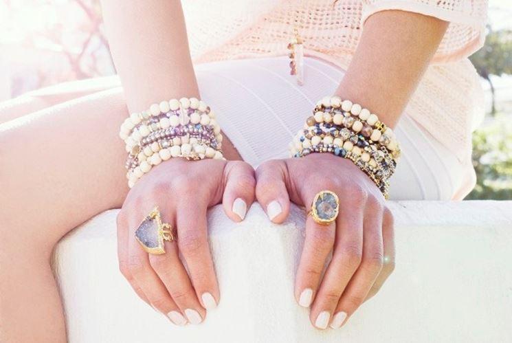 braccialetto con perle in pasta polimerica