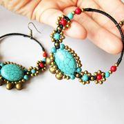 Orecchini con perline e pietre