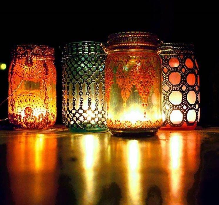 candele in barattoli colorati