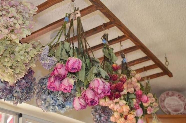 Realizzare fiori secchi: essiccazione all'aria