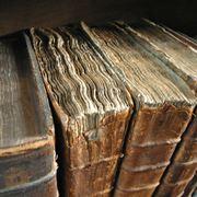 Oservazione degli elementi del libro da restaurare