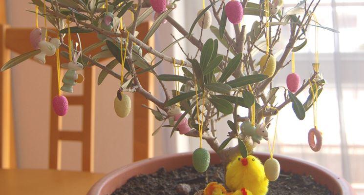 Albero di Pasqua con foglie verdi