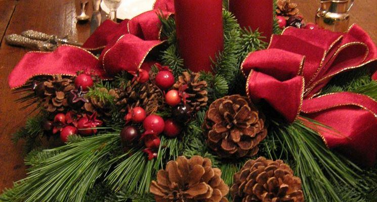 Centrotavola natalizi fai da te il decoupage for Centrotavola natale pigne