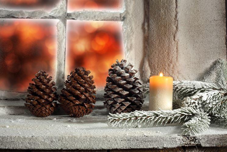 Centrotavola natalizio con pigne