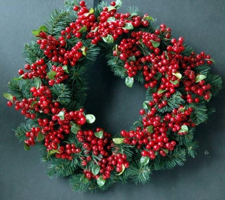 Come realizzare ghirlande natalizie il decoupage - Corone natalizie da appendere alla porta ...