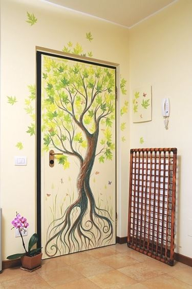 Scegliere le decorazioni delle porte il decoupage come for Decorazioni porta ingresso