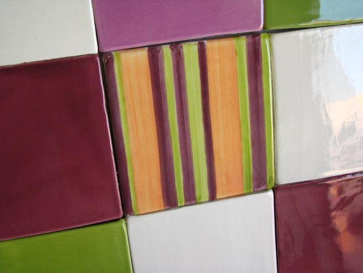Esempio di piastrelle decorate in cucina