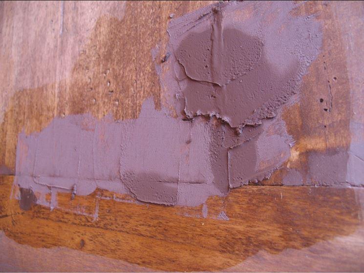 Superficie in legno stuccata