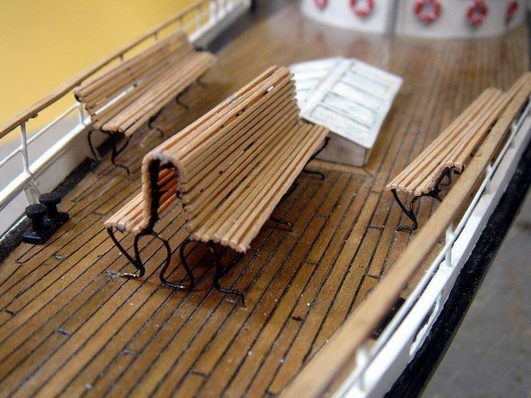 Modellino di nave con listelli in betulla