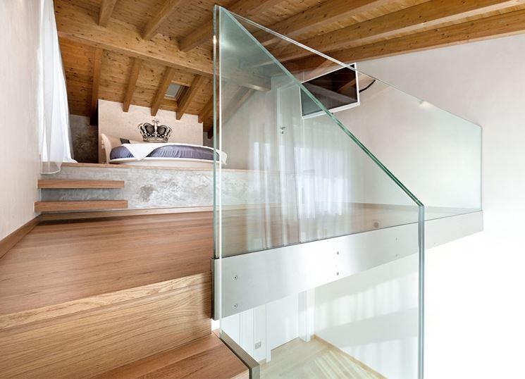 Parapetto in vetro realizzato su una scala