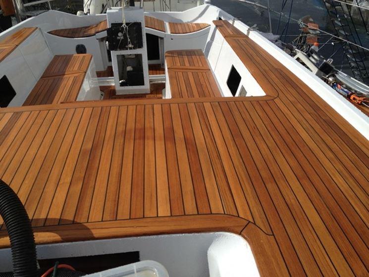 Barca in legno duro