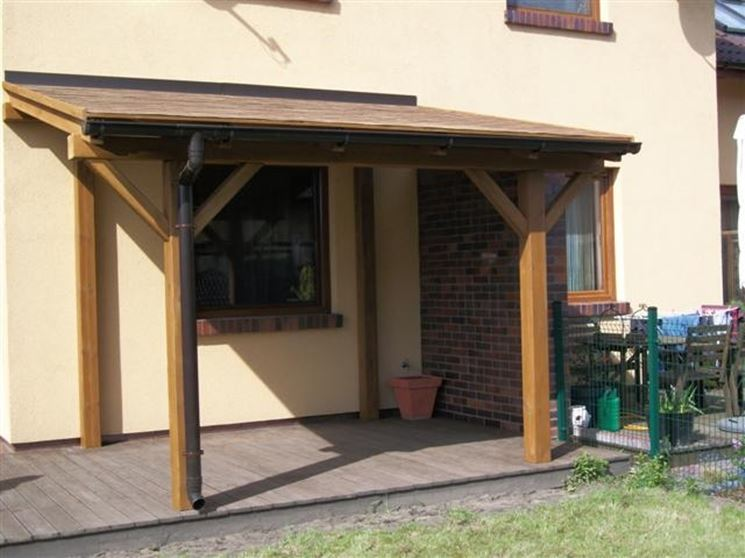 Una elegante veranda in legno